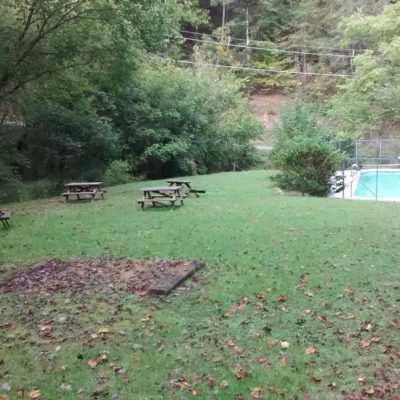 Picnic/grilling area & pool